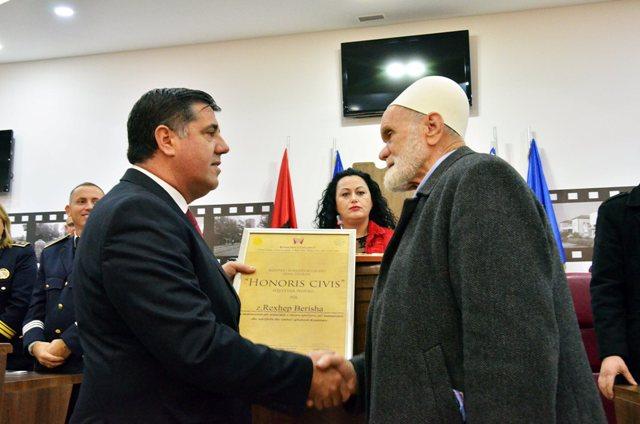 """Rexhep Berisha ishte nderuar me titullin """"Qytetar Nderi"""" i Gjilanit më 28 nëntor 2015"""