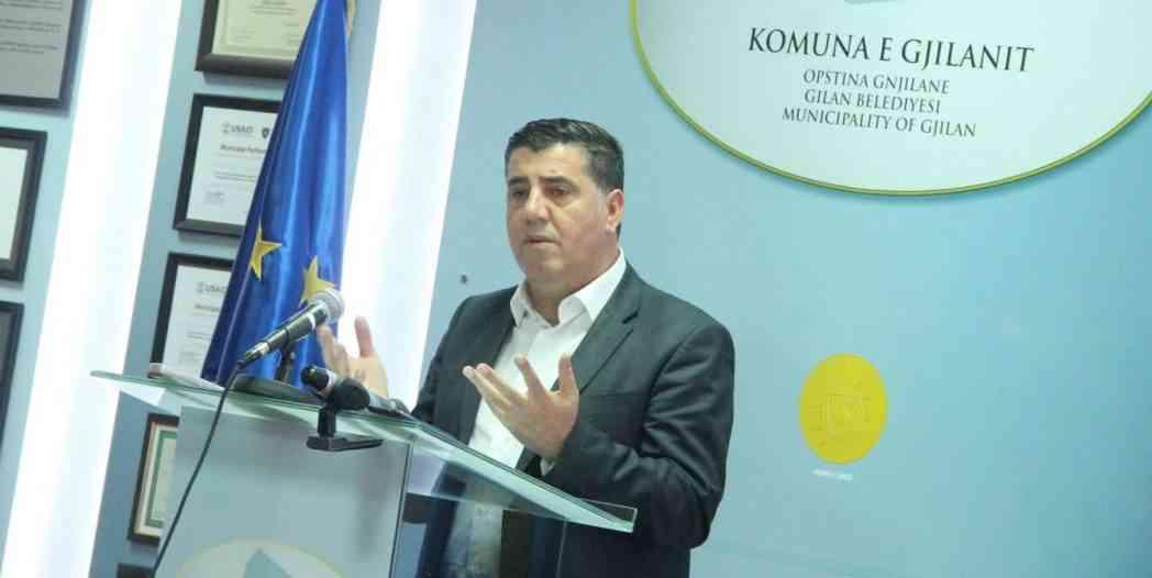 Haziri: Djegia e kurorave të luleve te varrezat e dëshmorëve është akt i shëmtuar