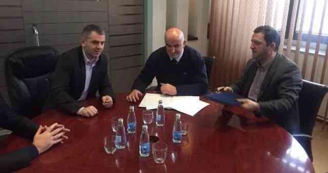 """Haliti nënshkruan memorandum për renovimin e Shtëpisë së Kulturës """" Gursel e Bajram Sylejmani"""""""