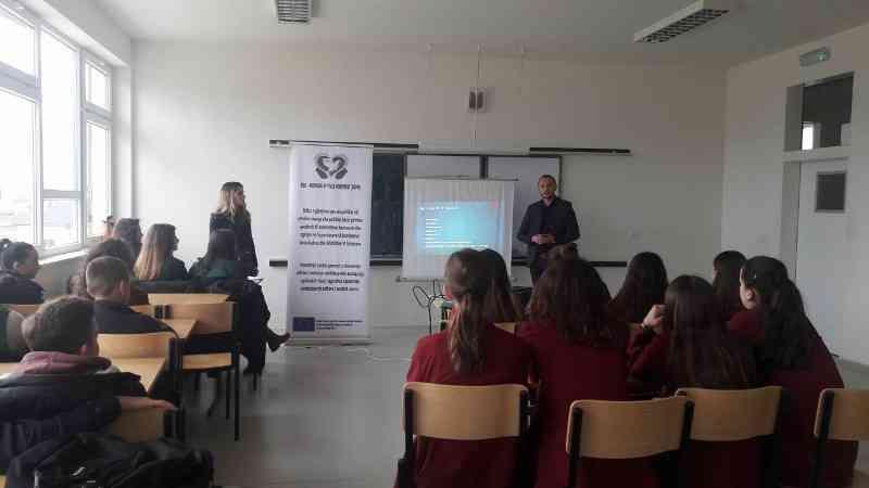 Mbahet trajnimi mbi pjesëmarrjen e të rinjve në vendimmarrje dhe politikëbërje