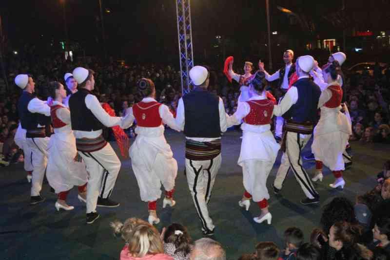 Me koncertin festiv të muzikës popullore është përmbyllur festa e Pavarësisë