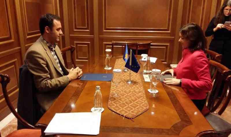 Konjufca takon eurodeputetën Tanja Fajon