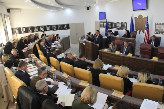 Kuvendarët miratojnë raportin e punës së kryetarit të Komunës