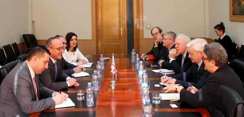 Ministri Rrahmani priti në takim deputetë nga Britania e Madhe