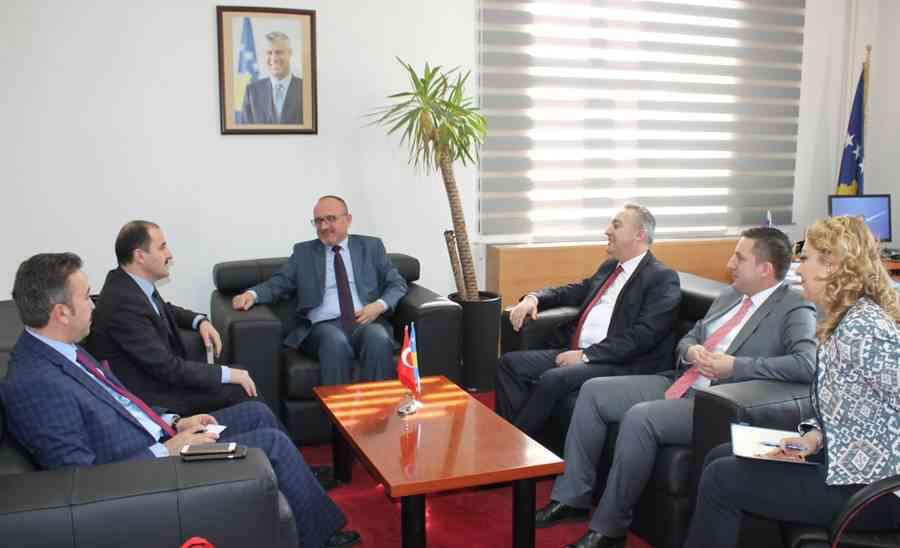 Ministri i Shëndetësisë bisedon me mjekët nga Turqia për bashkëpunimin në shëndetësi