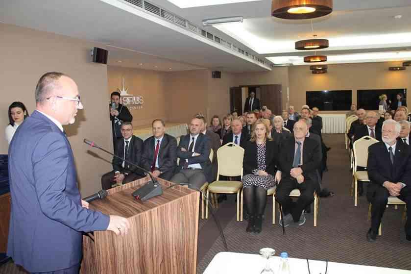 Ministri Rrahmani nderon me mirënjohje doajenët e mjekësisë dhe shëndetësisë kosovare