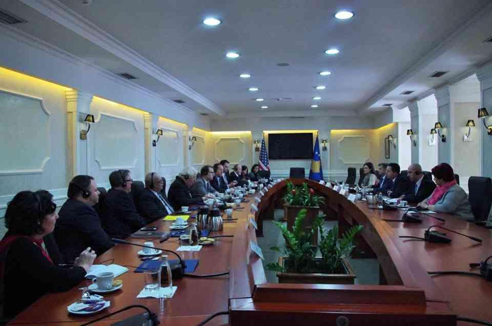 Takojnë delegacionin e kongresistëve amerikanë