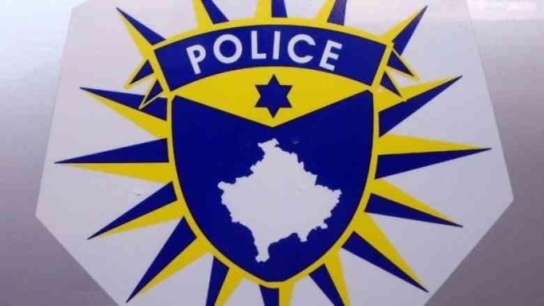 Ia konfiskojnë një pushkë gjuetie, një revole me gaz dhe 117 fishekë