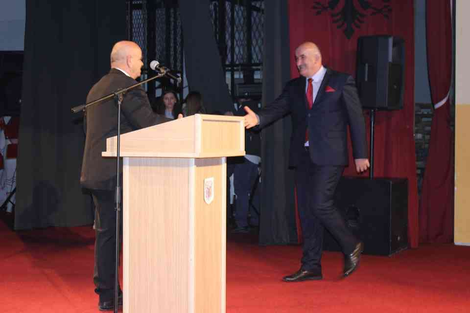 Shoqata e Familjeve të Dëshmorëve të UÇK-së ndau mirënjohje për kryetarin Haliti