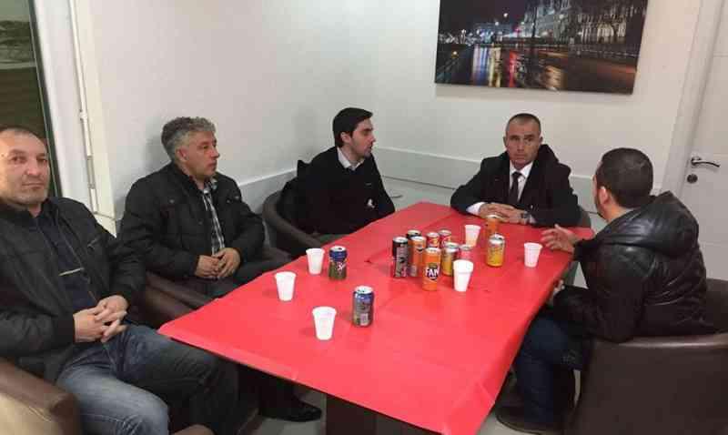 """Kadriu  i Lëvizjes""""Vatra"""", vizitë bizneseve në Gjilan"""