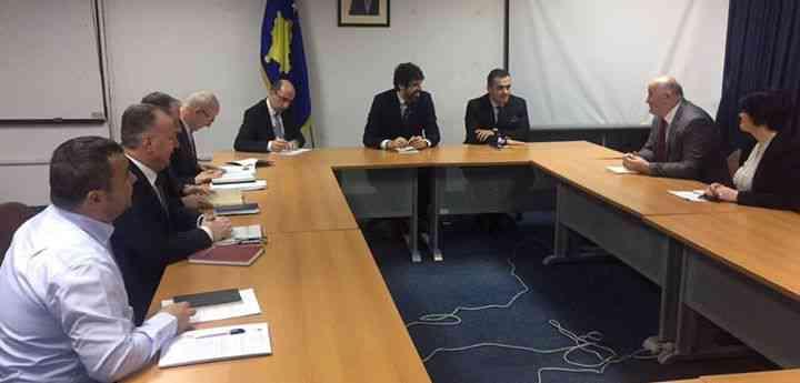 Haliti dhe Emini takohen me kryetarin e Bordit të AKP-së