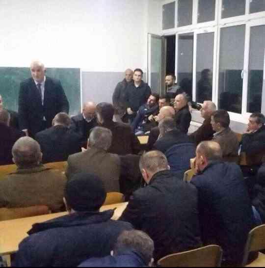 Kreu i Vitisë takon banorët e fshatit Budrikë, u flet për projektet që do të realizohen
