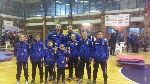"""Klubi i Karatesë """"AS"""", me nëntë garues merr nëntë medalje"""