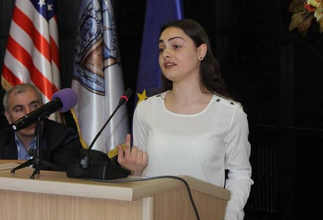 """Flaka Latifi nga Gjilani fituese e garës së recituesve të Flakadanit të Karadakut 2017"""""""