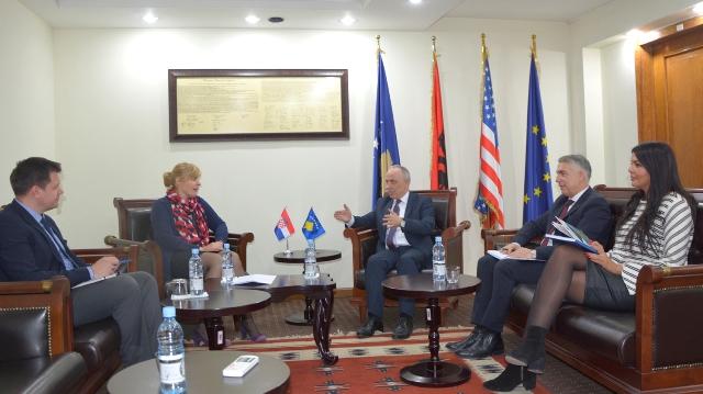 Ministri Zharku takoi ambasadoren kroate në Kosovë, Marija Kapitanoviq