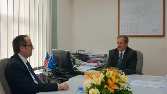 Ministri Hoti vizitoi Zyrën rajonale të ATK-së në Ferizaj