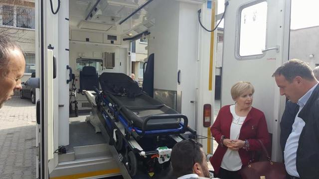 QKMF-ja në Kamenicë pranon një autoambulancë donacion nga mërgimtarët
