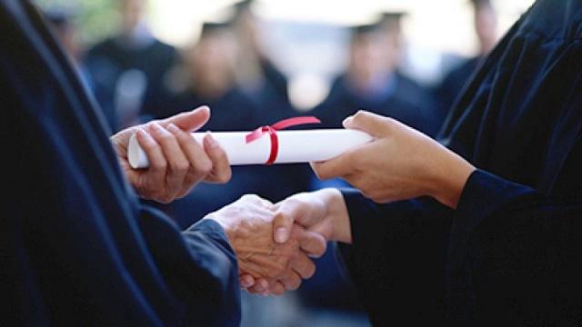 Nostrifikimi i diplomave të Kosovës largon rininë e Luginës së Preshevës, politika lokale heshtë?