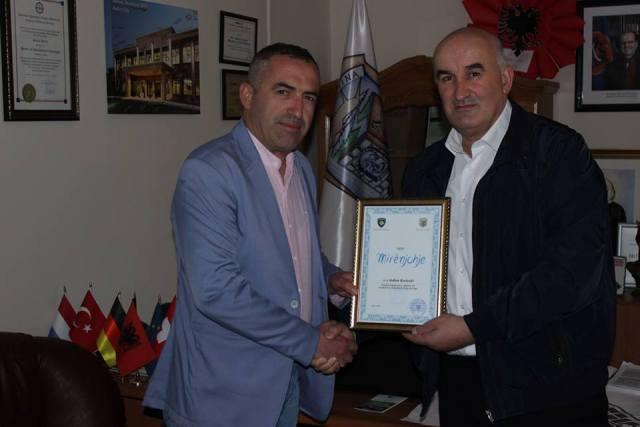 Haliti nderon me mirënjohje përfaqësuesin e Kompanisë Com-Net