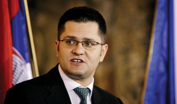 Serbi: Jeremiq kërkon dorëheqjen e Vuçiqit