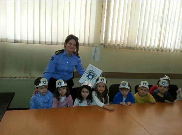 Fëmijët e entit parashkollor mësojnë për punën e policisë