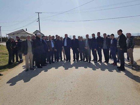 Kryetari i Vitisë inspektoi punimet në ndërtimin e trotuarit në Sllatinë e Epërme