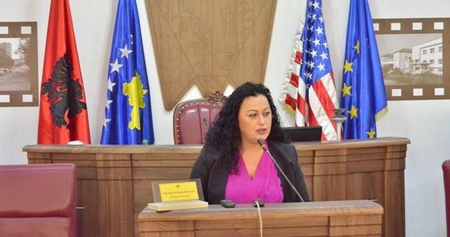 Kryesuesja e Kuvendit Komunal, Valentina Bunjaku-Rexhepi uron Mësuesit dhe Gratë