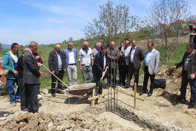 Gjilani dhe donatorët vunë gurthemelin e shtëpisë së Refik Aliut