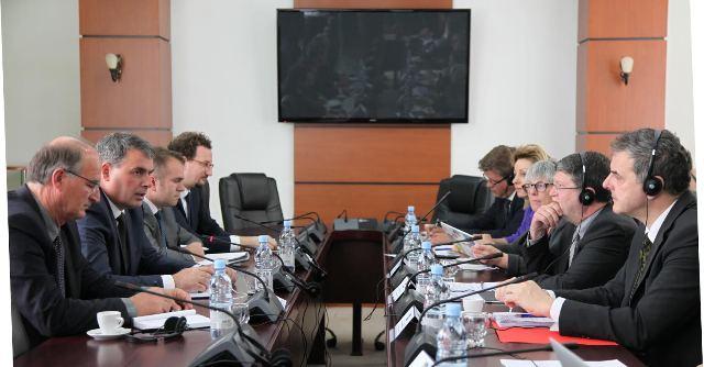 Ministri Demolli zhvilloi takim me deputetët e Parlamentit Evropian