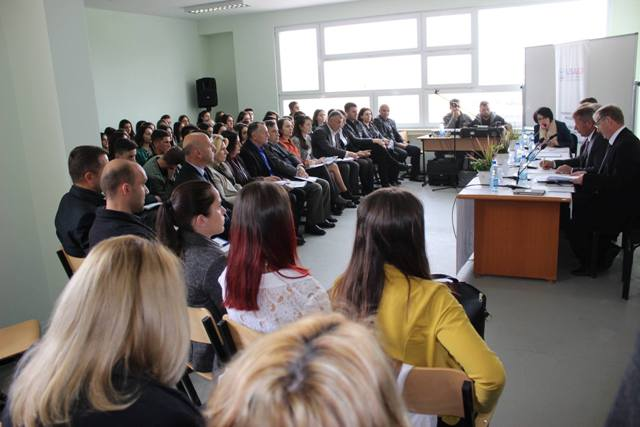 Konferencë për të drejtat pronësore me nxënësit e shkollave të mesme