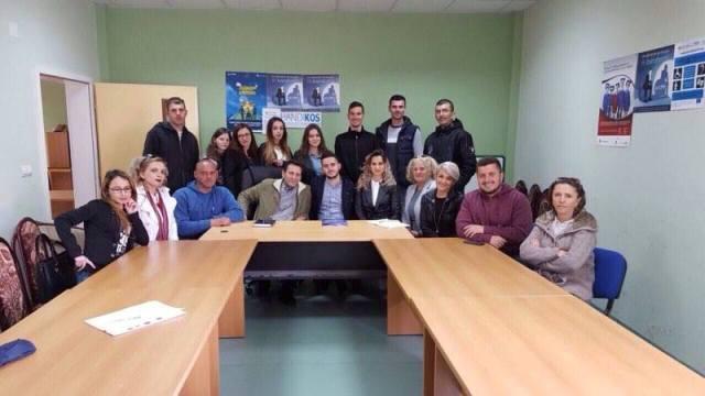 Të rinjtë e AAK-së në Gjilan, vizituan shoqatën e Handikosit