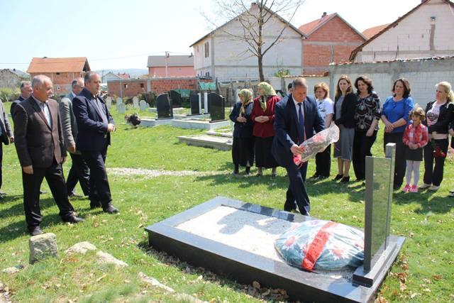 Institucionet Komunale të Vitisë përkujtojnë dëshmorin Daut Zenuni