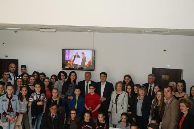 Ministri Murati priti nxënës të mësimit plotësues nga Austria