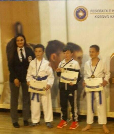 Klubi i Karatesë Dardania rrëmben 11 medalje