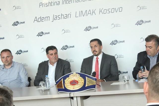 """Pritje madhështore për Erzen Rrustemin në aeroportin """"Adem Jashari"""""""