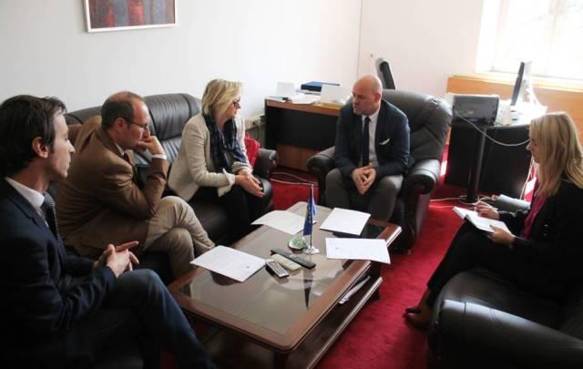 MSh dhe Ambasada italiane investojnë në një laborator të mikrobiologjisë