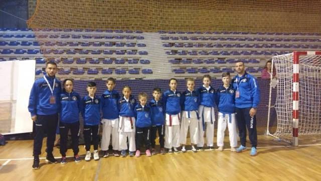 "Klubi i Karatesë ""AS"" me 10-garues fitoi 12 medalje"