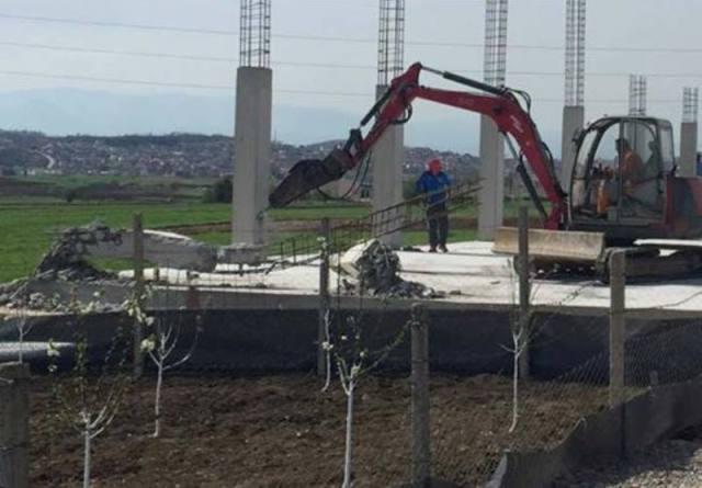 Inspeksioni i ndërtimit në Gjilan vazhdon me rrënimin e objekteve pa leje