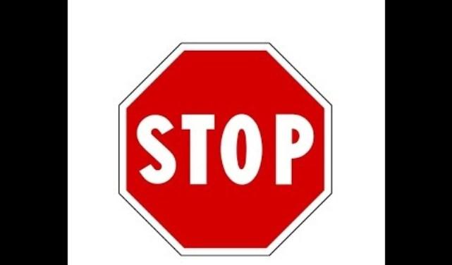 Kamenicë: Dëmtohen dhe vidhen shenjat e trafikut