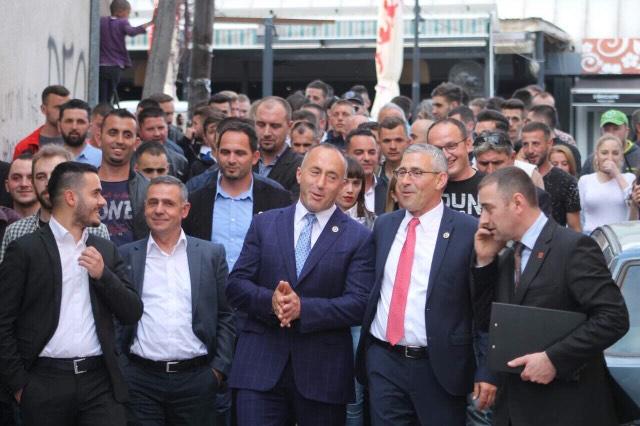 Haradinaj bashkëbisedon me qytetarët e Gjilanit, prezanton platformën për Anamoravën