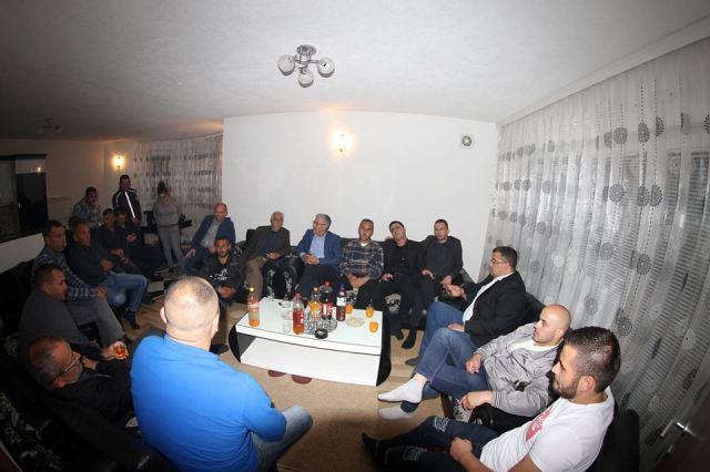 Kadriu i AAK-së takon strukturat e këtij subjekti dhe banorët e Lladovës