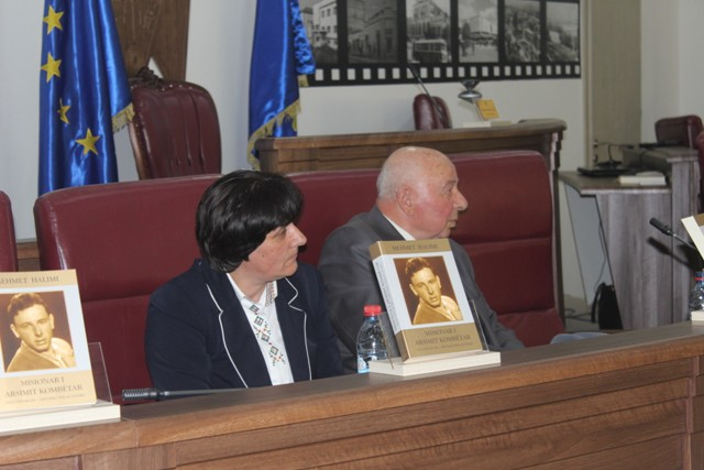 "Në Gjilan u promovua libri ""Misionar i Arsimit Kombëtar"" i Akademik Mehmet Halimi"