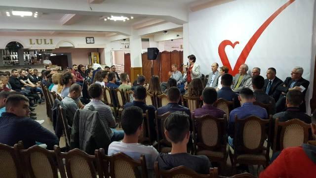 Paria e Vetëvendosjes dhe kandidatët nga Gjilani takojnë të rinjtë dhe gratë