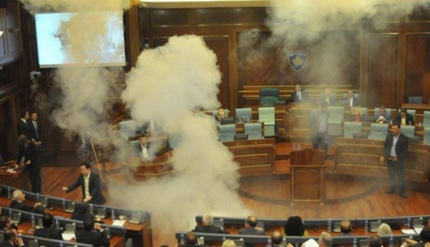 AAK-ja dhe Nisma kanë hequr dorë nga përdorimi i gazit lotsjellës