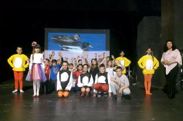 Kur fëmijët ia kthejnë shkëlqimin teatrit!