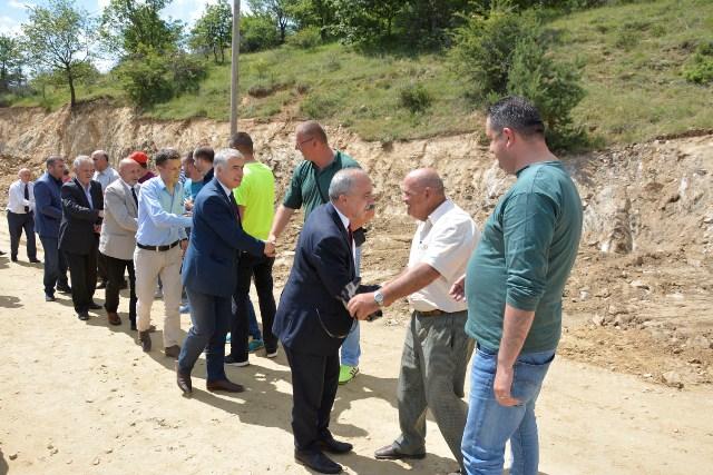 Ministri Zharku vizitoi punimet në rehabilitimin  e rrugës Muçivërc-Kranidell