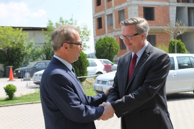 Drejtori i USAID-it James Hope viziton Gjykatën Themelore në Gjilan