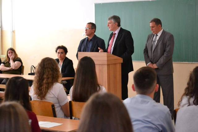 "Ambasadori Chabert vizitoi gjimnazin ""Zenel Hajdini"""