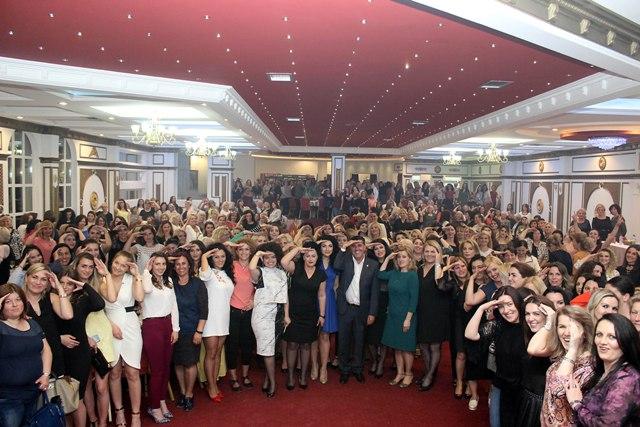 LDK: Luta në tubimin e mbi 1 mijë grave: Përshëndetje nga qyteti i Rugovizmit!