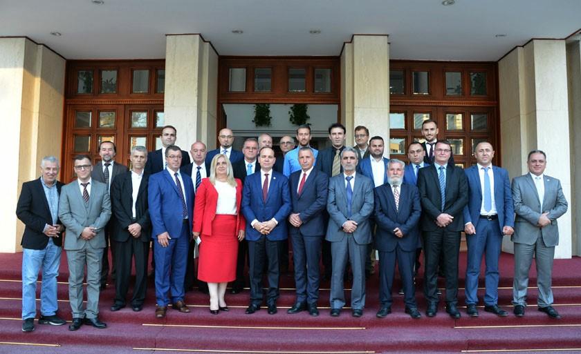 Presidenti Nishani priti delagcionin nga Lugina e Preshevës